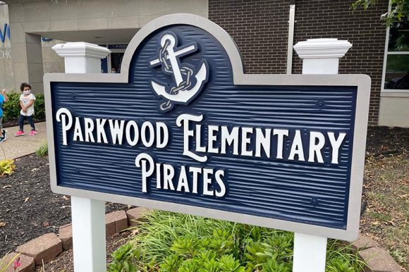 Parkwood Elementary Unveils Newly Donated School Sign